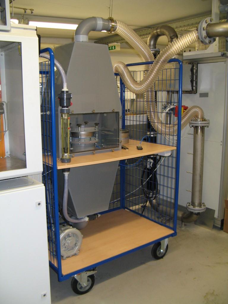 Fahrbare Prüfkammer für Untersuchungen an Flächenwaren und Schüttungen